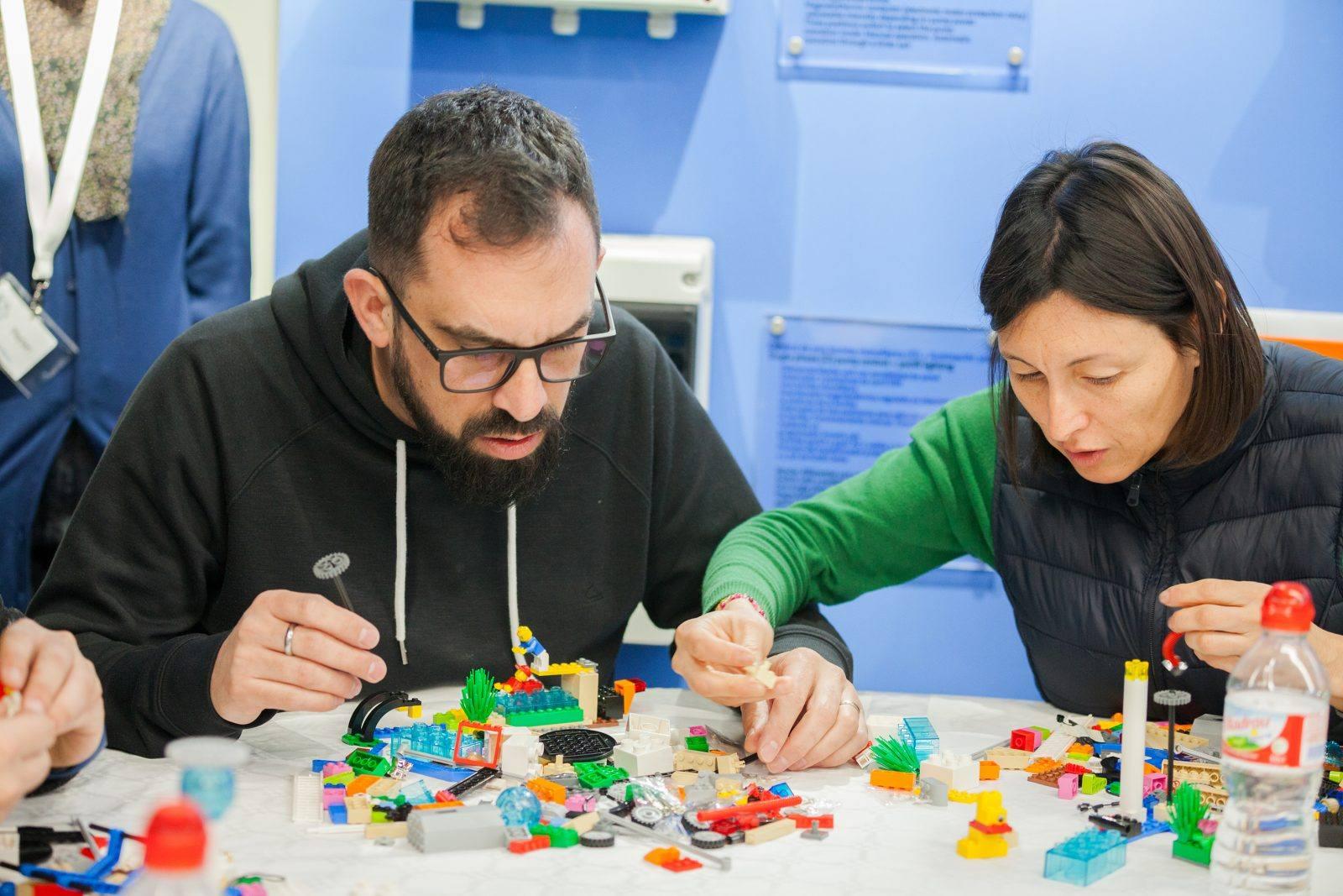 Aprendimos a escuchar y a hacer construcciones de Lego juntos