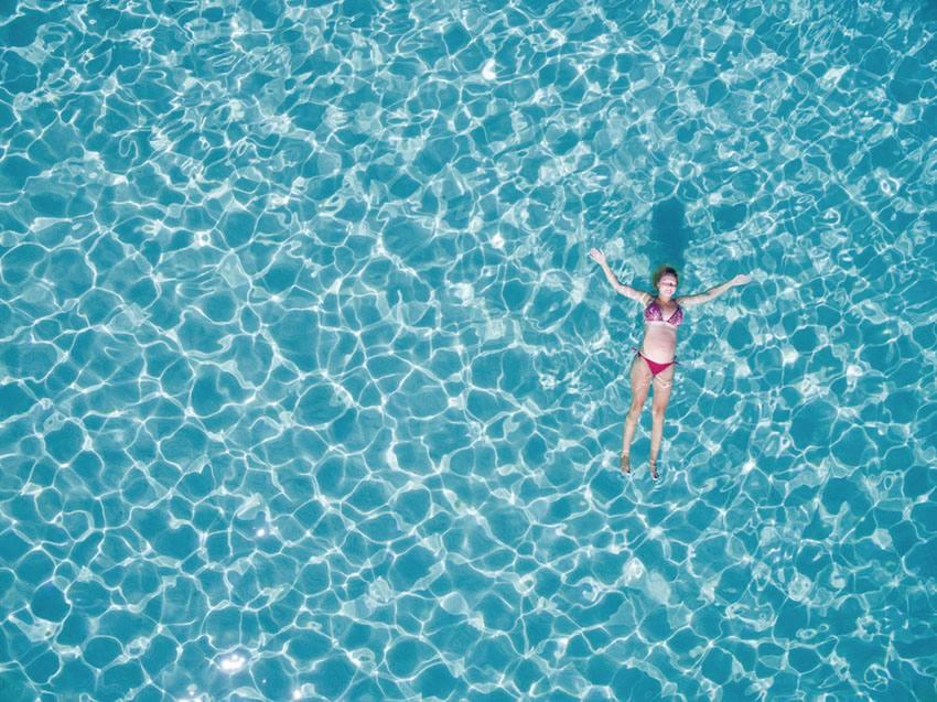 Garantir el benestar de l'usuari de la piscina, un dels principals avantatges de la cloració salina